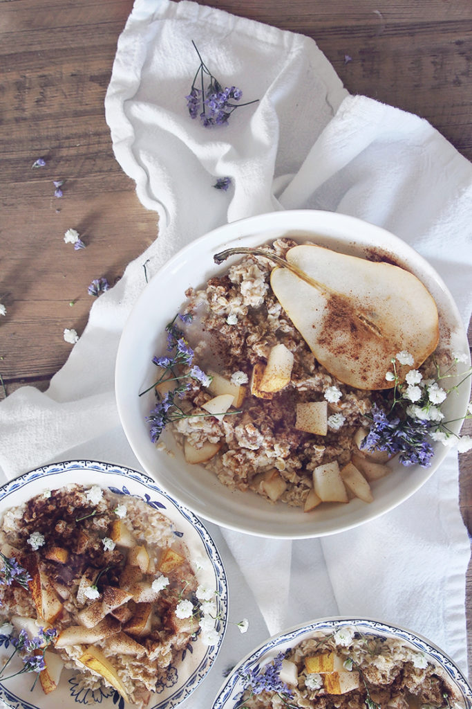 <center>PEAR OATMEAL BOWL</center>